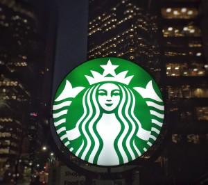 1024px-Starbucks_logo_on_a_dark_morning_(30349198136)