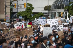800px-Black_Lives_Matter,_Anti-racism_rally_at_Vancouver_Art_Gallery_(49958641282)