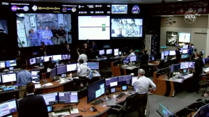 Crew_Dragon_Demo_2_and_ISS_crew_on_Mission_Control_screen